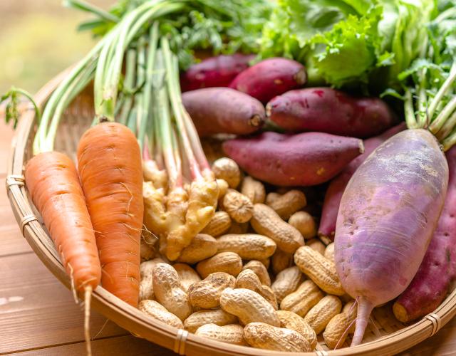 地元農家さんたちから仕入れた鮮な野菜